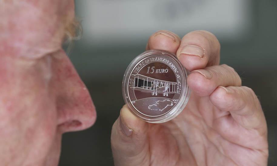 15 евро в честь трансатлантического перелета Олкока и Брауна