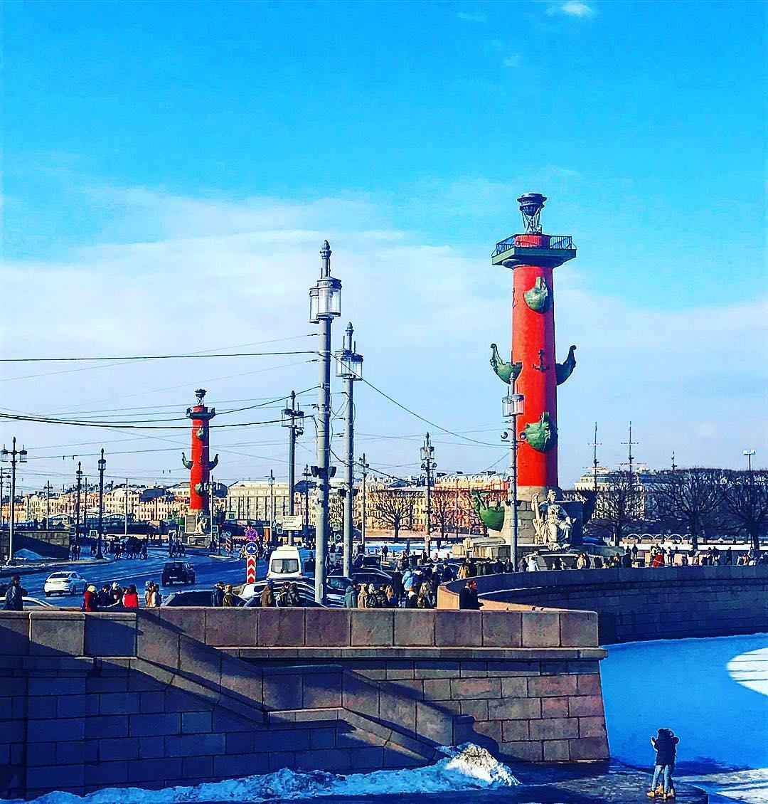 25 рублей в честь 200-летия Ростральных колонн, г. Санкт-Петербург