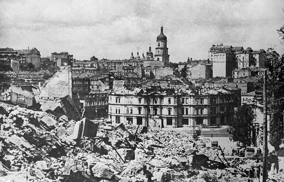 3 рубля «50-летие освобождения Киева от фашистских захватчиков»
